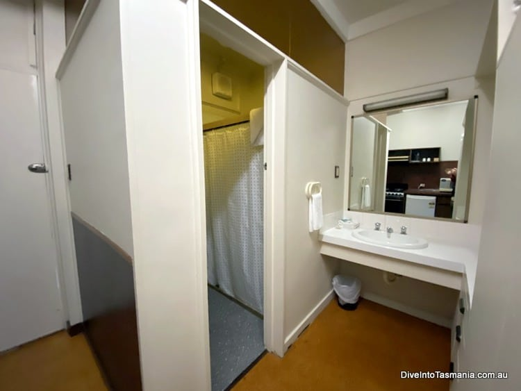 Village Family Motor Inn South Launceston Tasmania bathroom
