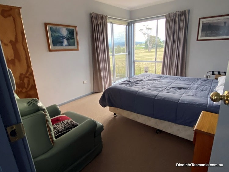 Mountain View Country Inn Deloraine two bedroom apartment main bedroom