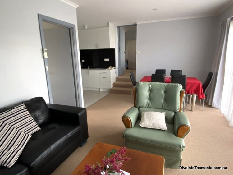 Mountain View Country Inn Deloraine two bedroom apartment living and dining room