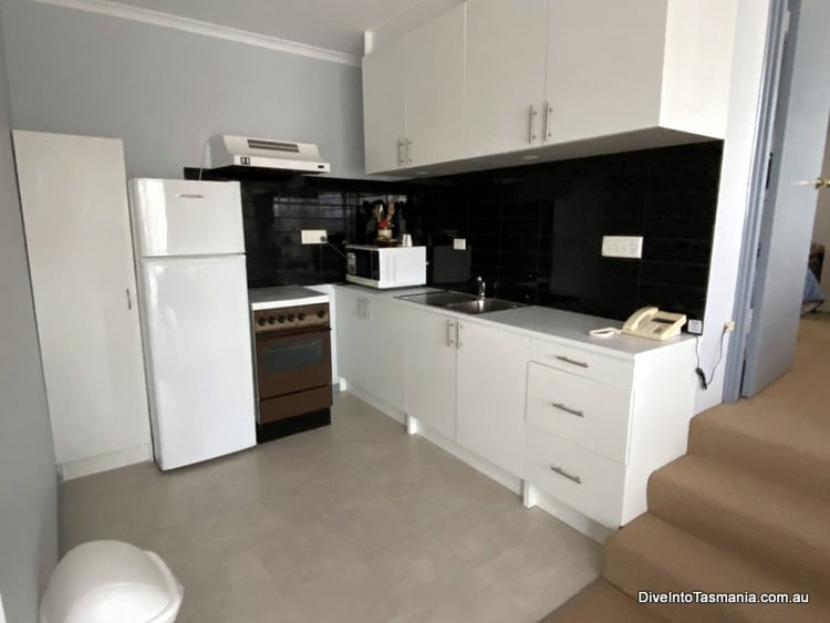 Mountain View Country Inn Deloraine two bedroom apartment kitchen