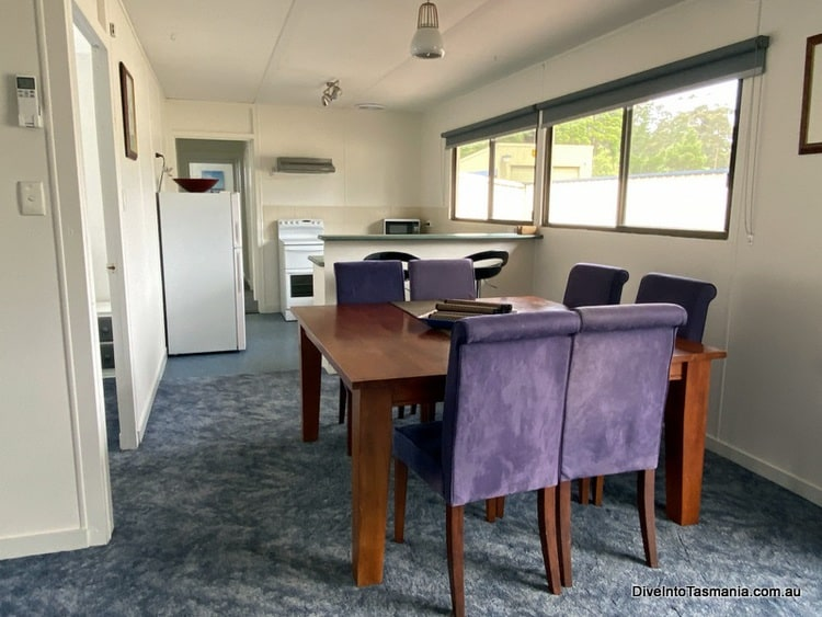 Big4 Strahan Holiday Retreat 4 bedroom cottage dining and kitchen area