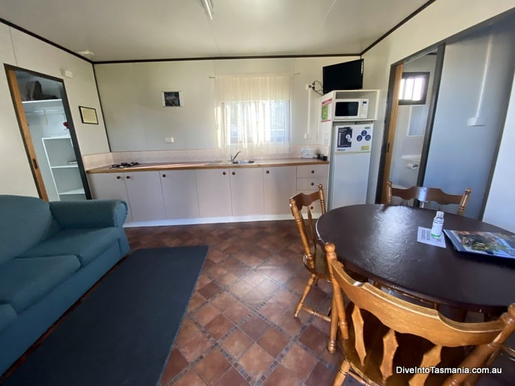 Big4 Kelso Sands Holiday Park Two-Bedroom Bungalow kitchen area
