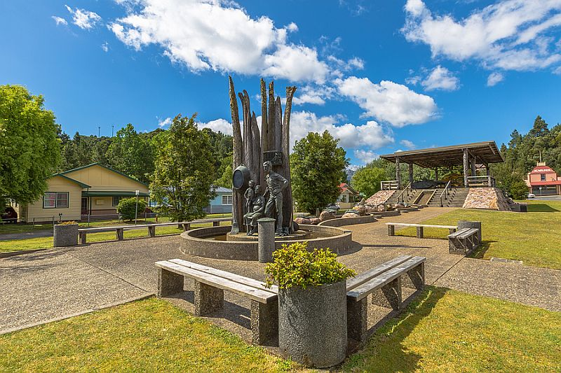 Queenstown monument miners